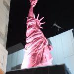 イヤらしく光るピンク自由の女神